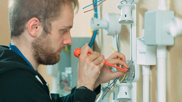 Benefits of choosing Electrician Courses 4U